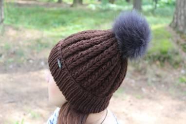 шапка с помпоном CHOCOLATE ручной работы
