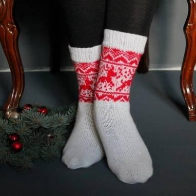 Носочки белые с оленями новогодние ручной работы