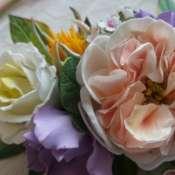 колье с цветами пионовидных роз