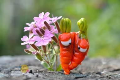 """брошь из стекла """" Морковь"""" ручной работы"""
