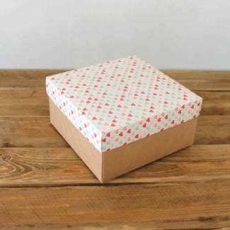Крафт коробка с сердечками