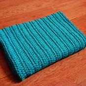 Теплый вязаный плед голубо-бирюзового яркого цвета для деток