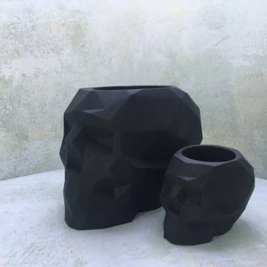 Черный полигональный череп кашпо ручной работы