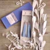 голубые серьги-кисточки из натуральной кожи