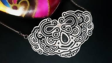 Колье из полимерной глины Маска ручной работы