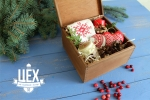 Подарок с красными варежками