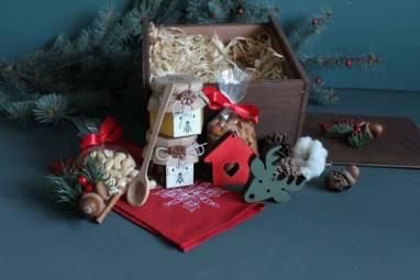 Подарок новогодний в деревянной коробке ручной работы