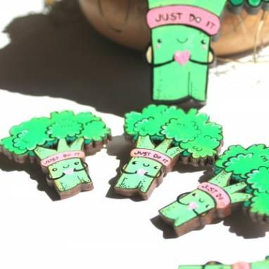 Деревянная брошка брокколи ручной работы