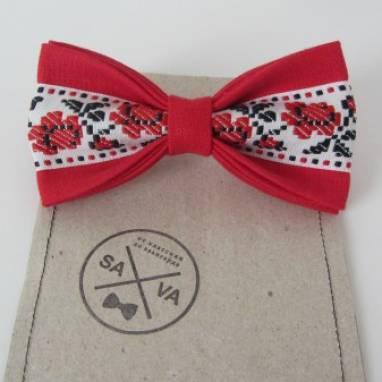 Красная бабочка с вышивкой  ручной работы
