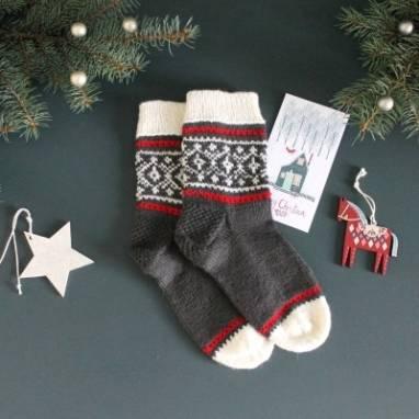 Вязанные носочки к празднику ручной работы