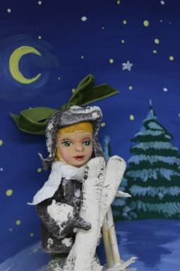 """Игрушка новогодняя  из ваты. Серия """"Спортивные детки"""": Лыжник ручной работы"""