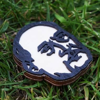 Значок з трох гатункаў дрэва з выявай Якуба Коласа ручной работы