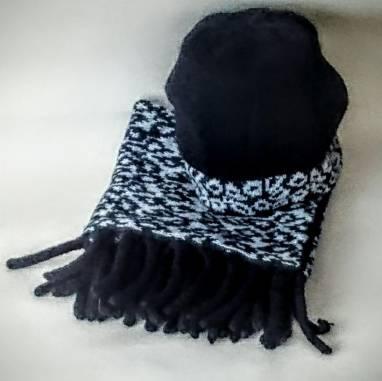 Комплект шапочка -берет и снуд ручной работы