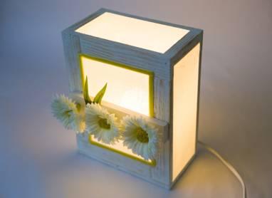 Настольный светильник с ромашками ручной работы