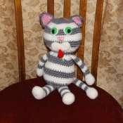 Вязаная игрушка Полосатый котик