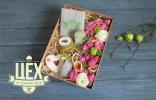 Большая коробка с флористикой