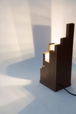 Настольный светильник из дерева  ручной работы