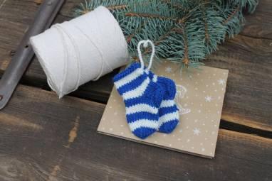"""игрушка на елку вязанная """"носочки"""" ручной работы"""