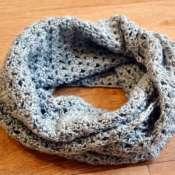 Ажурный шарф-снуд серого универсального цвета