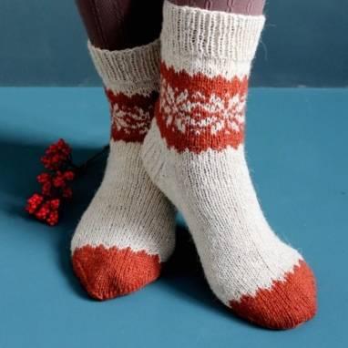Женские вязанные носочки из натуральной шерсти ручной работы
