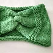 Вязаня повязка детская.