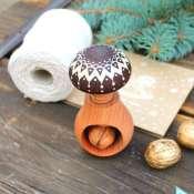 орехокол деревянный
