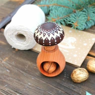 орехокол деревянный ручной работы