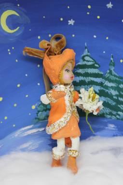 """Игрушка новогодняя  из ваты. Серия """"Дружный Новый год"""": Лисичка с цветочком ручной работы"""