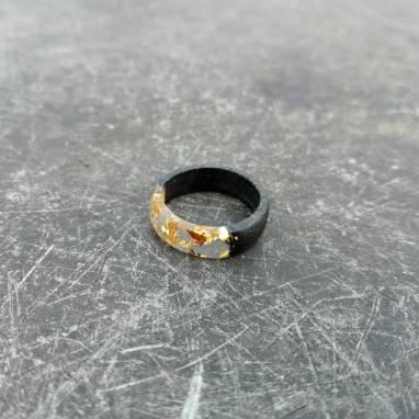 Кольцо из мореного дуба  с эпоксидной смолой и золотой поталью ручной работы