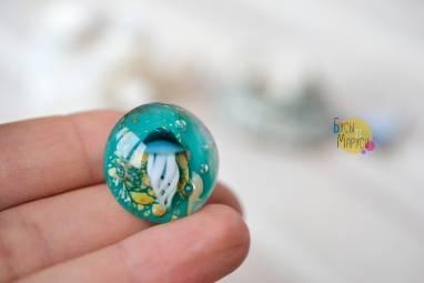 Брошь из стекла с медузой. ручной работы