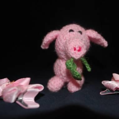 Вязаная игрушка Поросенок с Клевером ручной работы