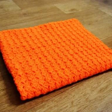 Яркий детский вязаный плед цвета спелой морковки ручной работы