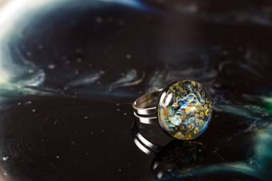 """Кольцо из стекла """"Космические волны"""" ручной работы"""