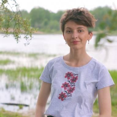 """ЖЕНСКАЯ ФУТБОЛКА ВЫШИВАНКА """"Ліліі"""" ручной работы"""