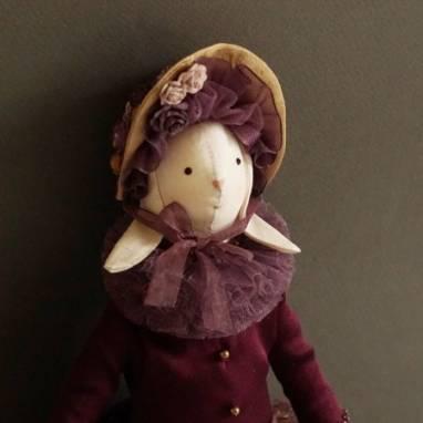 Заяц текстильный в фиолетовом наряде для интерьера ручной работы