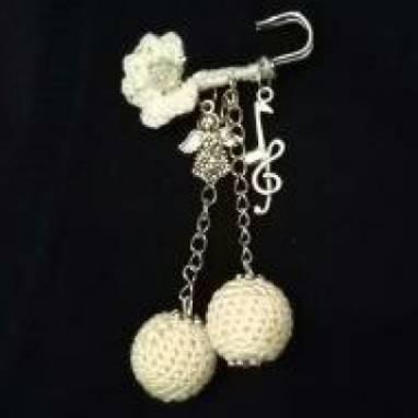 брошь-булавка с вязаным цветком ручной работы