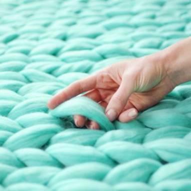 Плед крупной вязки из шерсти мериноса  ручной работы