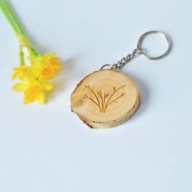деревянный брелок ручной работы