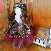 Интерьерная кукла в бордовом