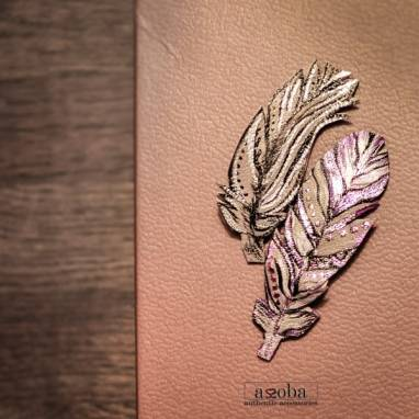 брошь из натуральной кожи Перо ручной работы