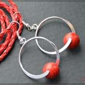 Серьги - кольца с коралловыми бусинами