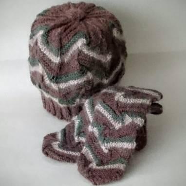 Комплект шапка и варежки  ручной работы