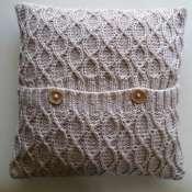 Подушка декоративная вязанная