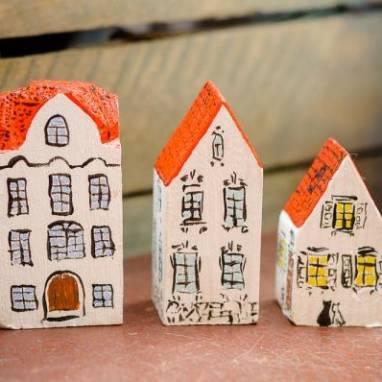 Деревянный домик ручной работы