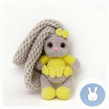 Мягкая вязанная игрушка Зайка Бэтти ручной работы