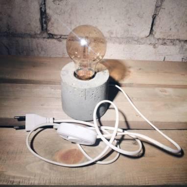 Светильник из бетона ручной работы