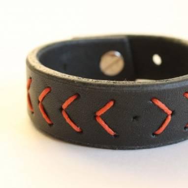 Черно красный кожаный браслет  ручной работы
