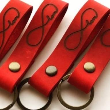 Брелок для ключей из натуральной кожи  -  Бесконечная Любовь  ручной работы
