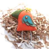 Текстильная брошка в виде птички