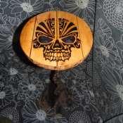 декоративный столик из металла и дерева,рисунок выполнен точечным выжиганием,ручная работа